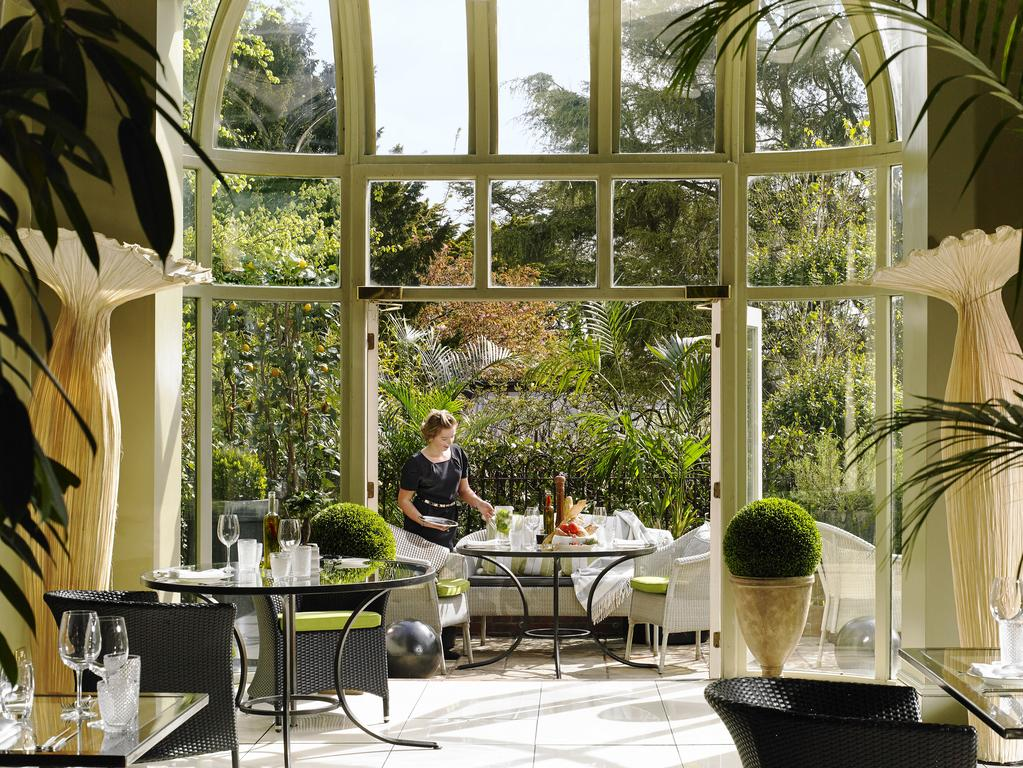 Hayfield Manor dining with garden view