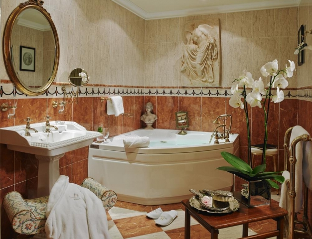 Hayfield Manor bathroom