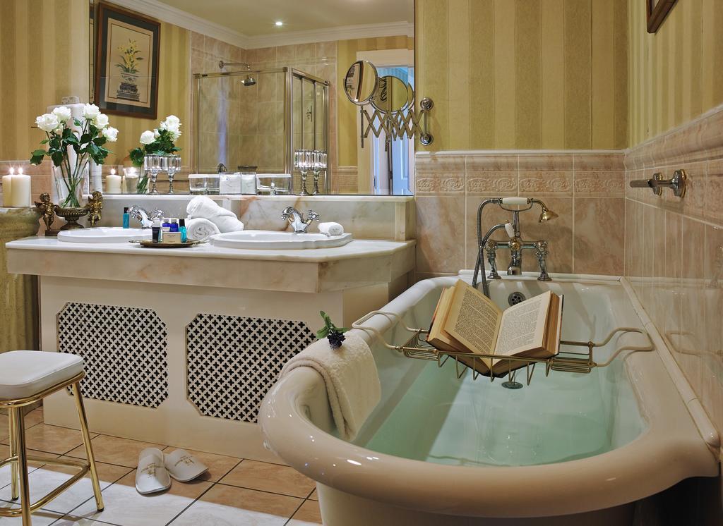 Hayfield Manor bath